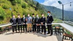 7 Santri utusan SMP Muhammadiyah 5 dan Istiqomah Samarinda saat foto bersama Agus Toto Suriyanto selaku pendamping santri.