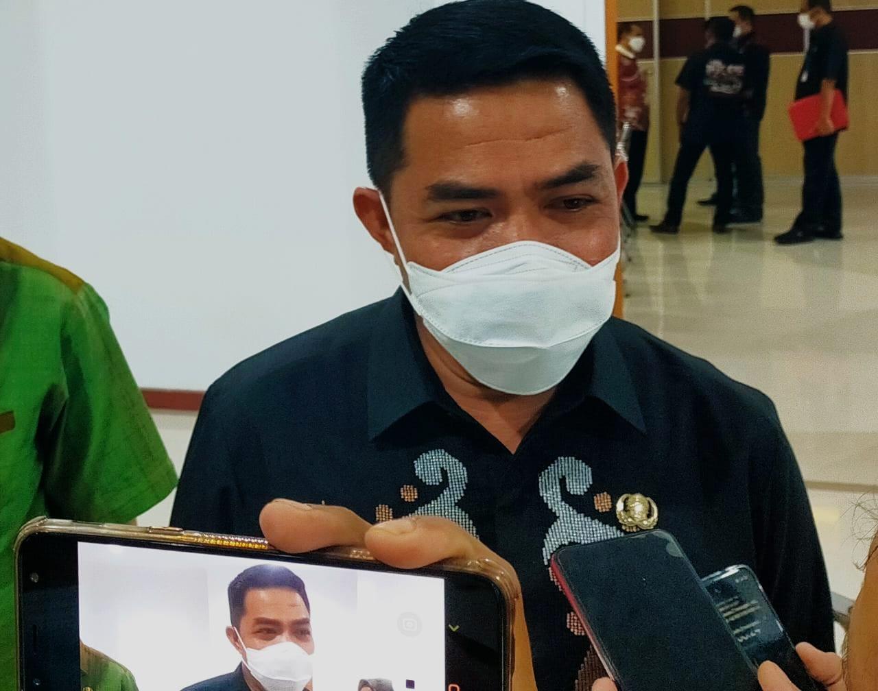 Wali Kota Samarinda, Andi Harun saat ditemui awak media seusai rapat bersama DPRD Samarinda.